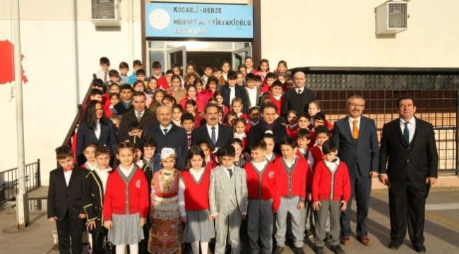 Kaymakam Güler ve Başkan Büyükgöz, M. Alp Tiryakioğlu İlkokulu'nda