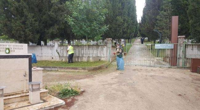 Alikahya'da bulunan mezarlıklar bayram sonrasına hazır