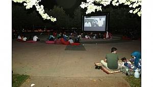 Dilovası'nda açık havada sinema keyfi