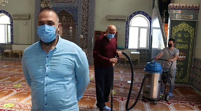 İzmit'teki camiler tam kapanma sonrası için dezenfekte ediliyor