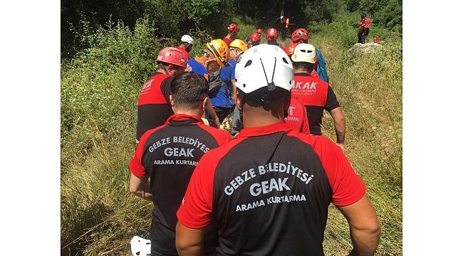 Gebze'de kayalıklardan düşen adamı GEAK ekibi kurtardı!