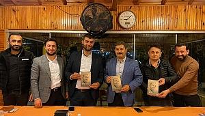 AK Gençler Servet Günay'a Cumhurbaşkanı Erdoğan'ın kitabını hediye etti!